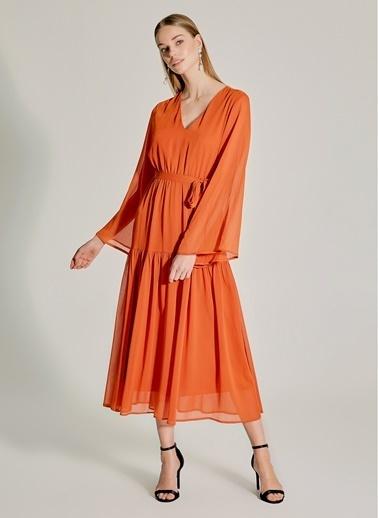 NGSTYLE Eteği Volanlı Maxi Elbise Taba